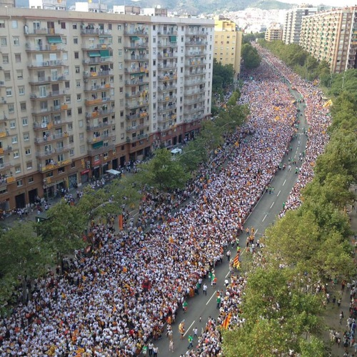 """Raül Romeva: """"Otra vez la gente sale a la calle, masiva y pacíficamente. Tenacidad democrática"""""""