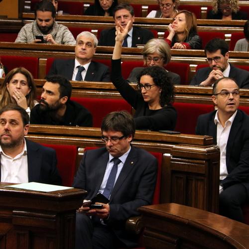 Junts pel Sí presenta una enmienda de adición subsiguiente al dictamen del Consejo de Garantías para afianzar el compromiso con el referéndum