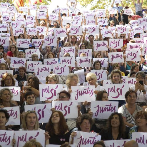 Más de 500 candidatas celebran el acto 'Dones pel Sí' para reivindicar la igualdad de género en un futuro Estado