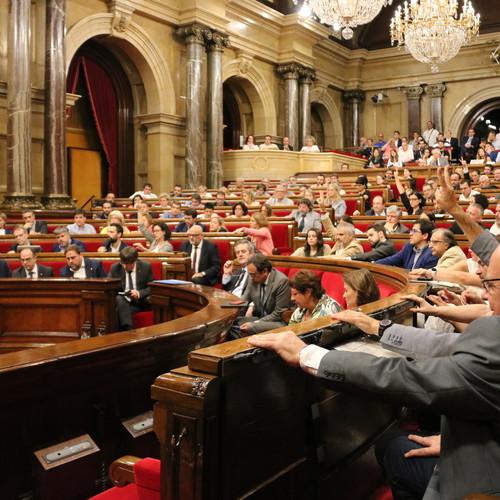 El Parlament de Catalunya aprueba con los votos de la CUP y de Junts pel Sí la reforma del reglamento de la cámara